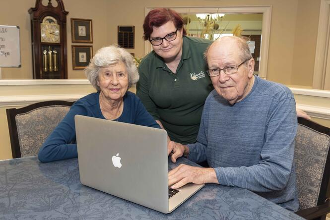 Moultrie_Residents with Computer_8870