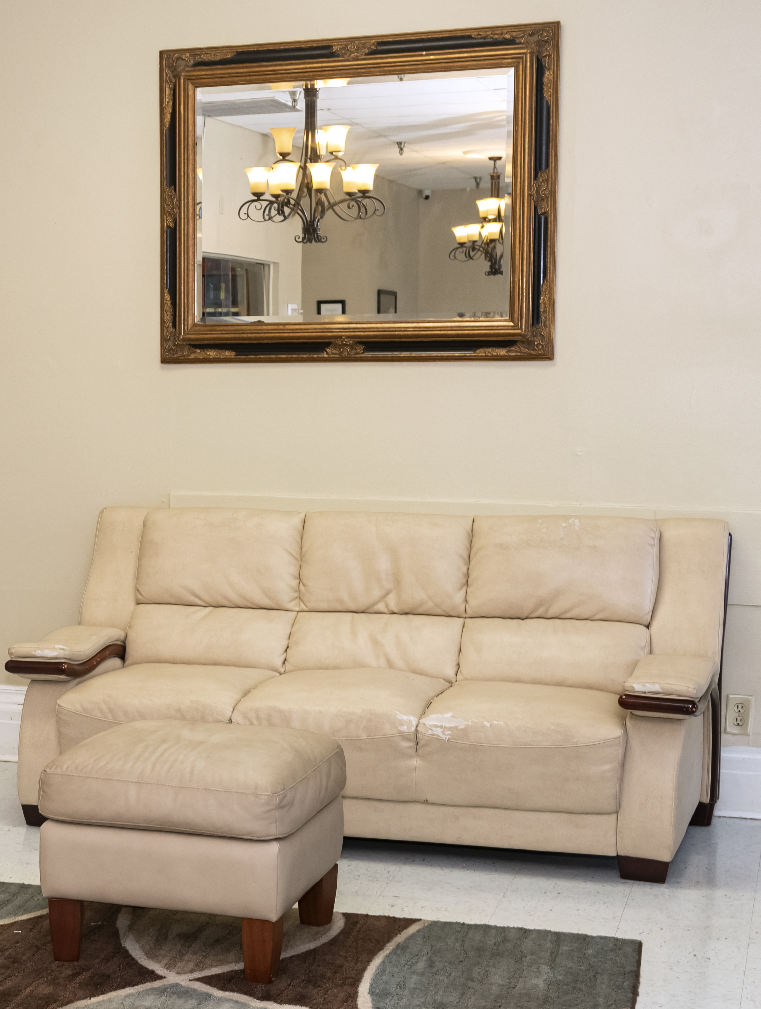 Midway_Couch Interior_5522